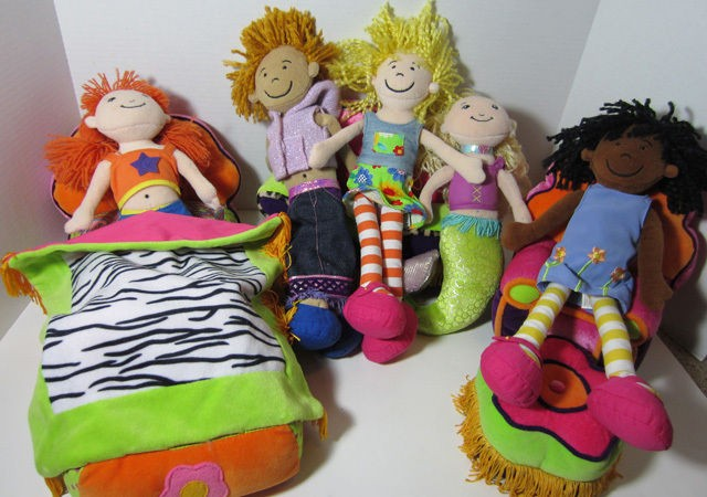 Manhattan Toy GROOVY GIRLS LOT OF DOLLS And FURNITURE Bed Chair