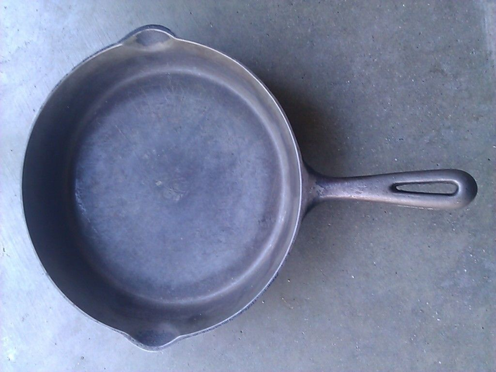 Vintage GSW Cast Iron Skillet Frying Pan No 9 Made in Canada