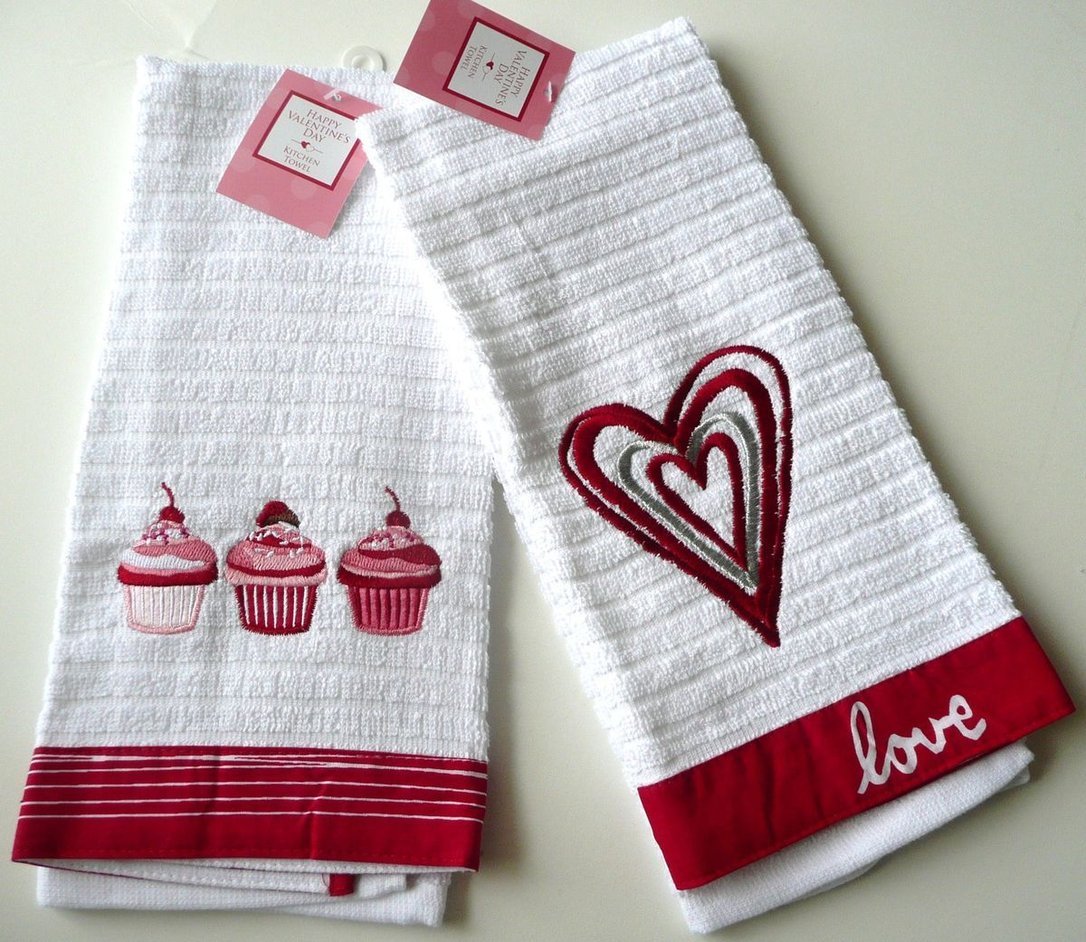 of 2 PC Valentines Day Heart LOVE Cupcake Kitchen bath Hand Towel cake