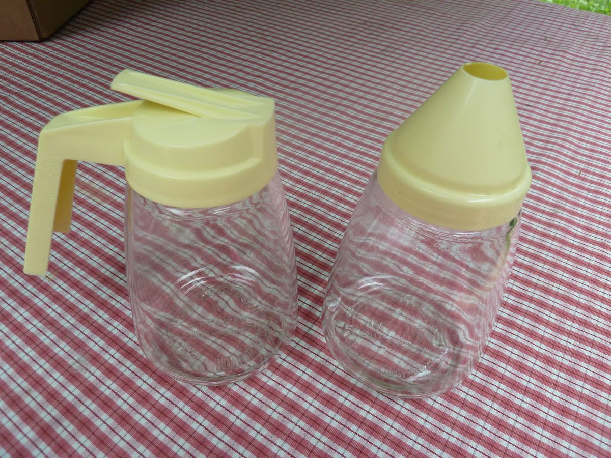 FEDERAL HOUSEWARES GLASS SUGAR DISPENSER SHAKER YELLOW TOP CREAMER